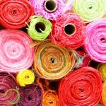 Ассортимент упаковочных материалов в цветочном магазине. (Рулоны)