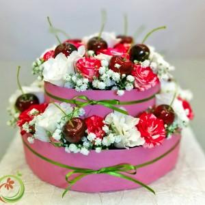 Цветочный торт с черешней