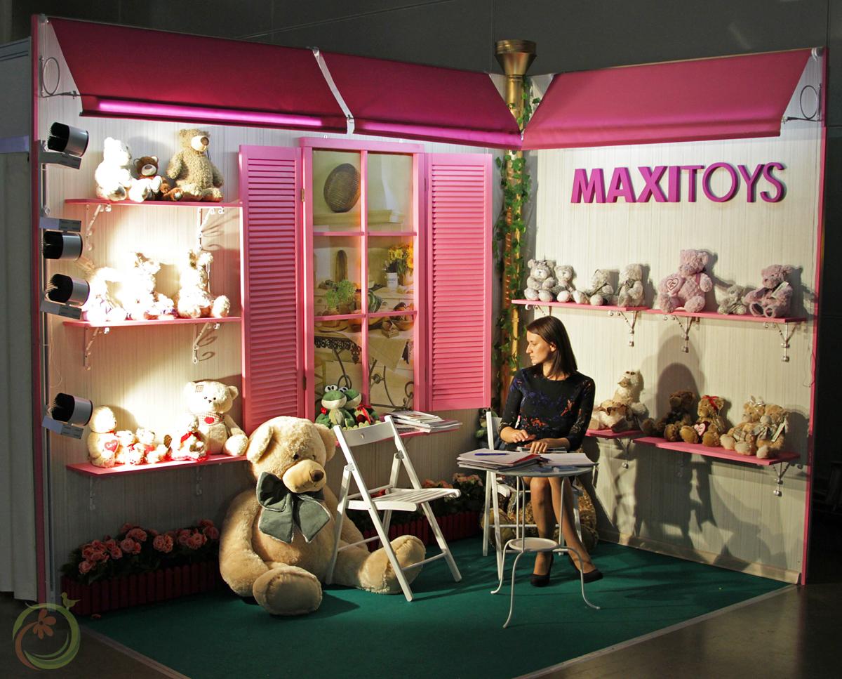 """Оригинальный стенд у """"Maxitoys"""", да и компания отличная!"""