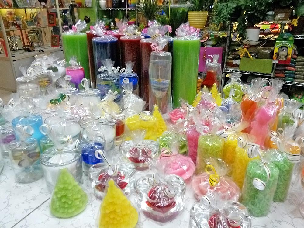 Свечи-классический сувенир на Новый год